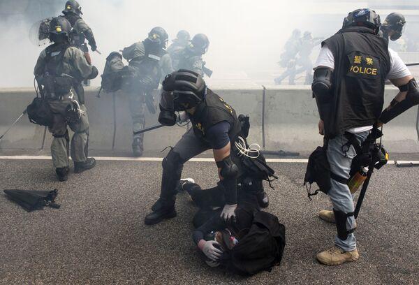 I disordini durante le manifestazioni a Hong Kong. - Sputnik Italia