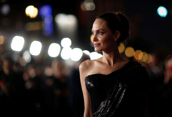 Angelina Jolie alla premiere del film Maleficent: Signora del male a Los Angeles. - Sputnik Italia