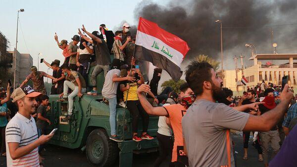 Proseguono le proteste e gli scontri a Bagdad, Iraq - Sputnik Italia
