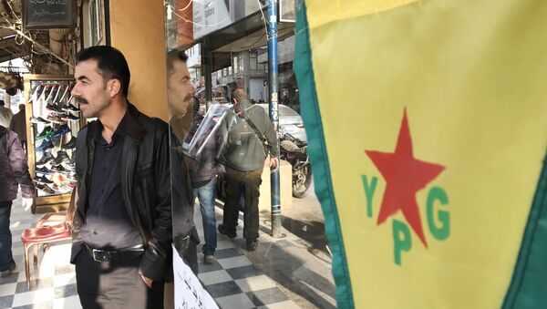 Bandiera dell'Unità di Protezione Popolare (Ypg) curda - Sputnik Italia