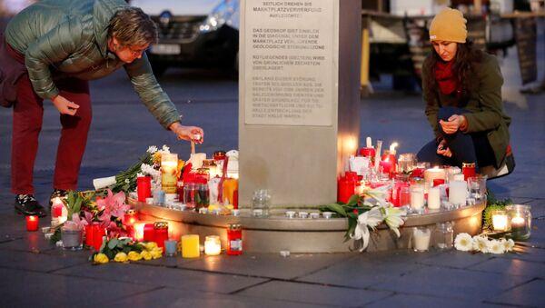 Gli cittadini rendono omaggio alle vittime della strage di Halle, il 10 ottobre del 2019 - Sputnik Italia