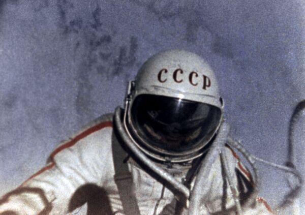 Il frame dal film documentario che racconta della prima uscita dell'uomo nello spazio aperto. I film documentari sono stati girati dall'equipaggio della capsula Voskhod-2 Pavel Belyaev e Alexei Leonov.  - Sputnik Italia