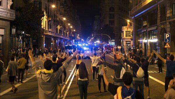 Manifestanti nelel strade di Barcellona - Sputnik Italia