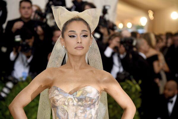 L'attrice e cantante americana Ariana Grande all'annuale Costume Institute Ball al Metropolitan Museum of Art di New York - Sputnik Italia