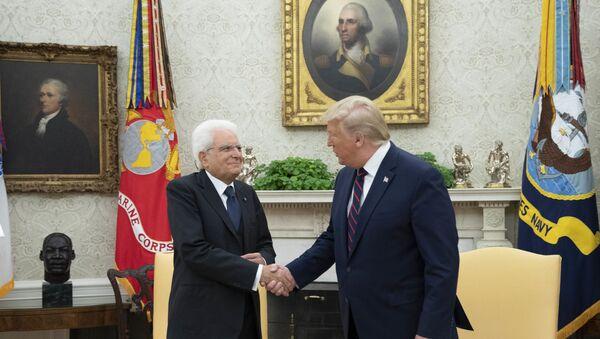 Il Presidente della Repubblica Sergio Mattarella allo Studio Ovale con il Presidente degli Stati Uniti d'America, Donald Trump, in occasione della Visita Ufficiale negli Stati Uniti d'America - Sputnik Italia