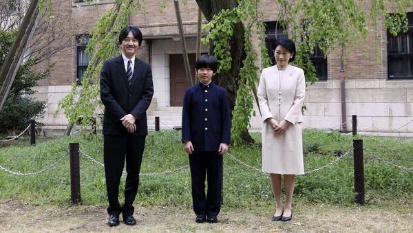 Principe Hisahito e genitori - Sputnik Italia