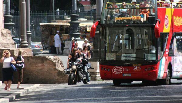 Roma, un autobus turistico - Sputnik Italia