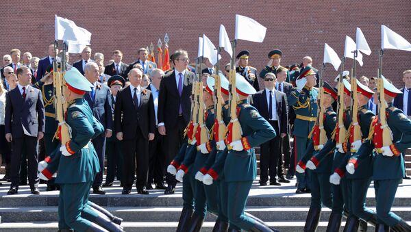 I presidenti Putin e Vucic alla Parata della Vittoria del 2018 - Sputnik Italia