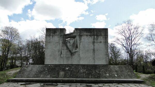 Memoriale ai soldati sovietici a Kuressaare, Estonia - Sputnik Italia