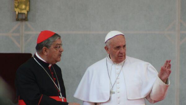 Il cardinale Sepe con papa Francesco durante la sua visita pastorale a Napoli  - Sputnik Italia