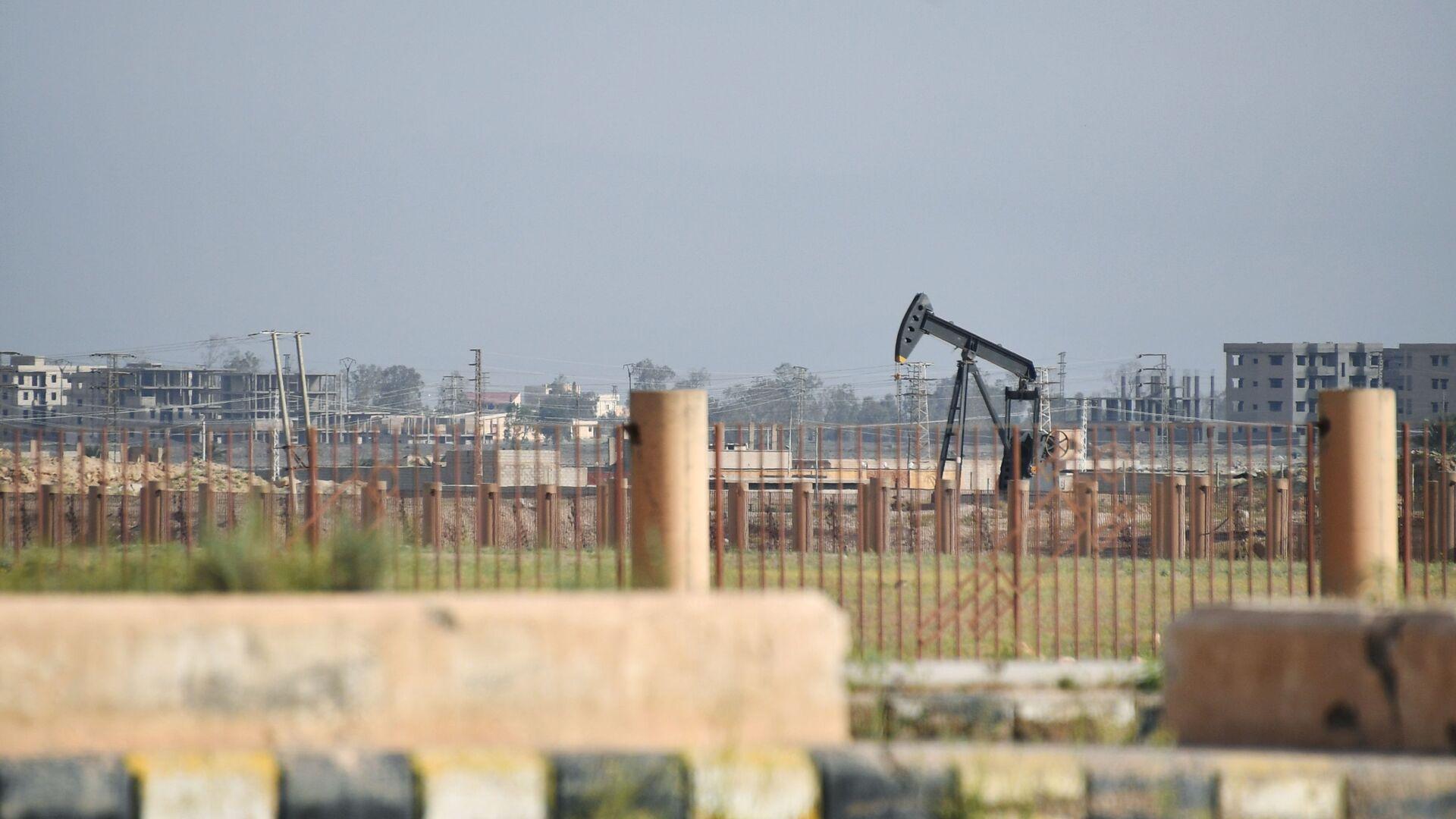 Estrazione di petrolio in Siria - Sputnik Italia, 1920, 27.05.2021