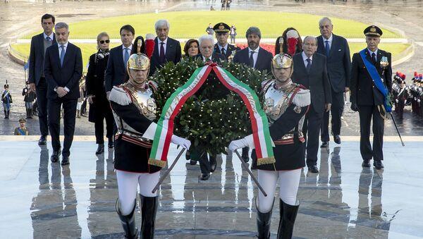 Il presidente della Repubblica depone una corona d'allora all'Altare della Patria - Sputnik Italia