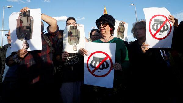 Proteste a Barcellona per la visita del re Filippo VI - Sputnik Italia