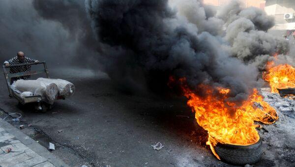 Иракские демонстранты во время антиправительственных акций протеста в Багдаде, Ирак - Sputnik Italia