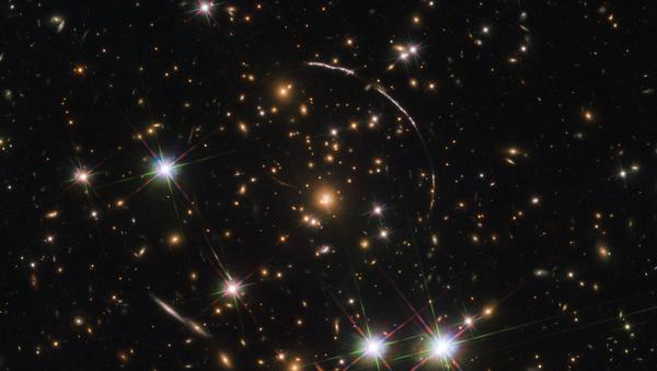 Hubble e la foto con effetto caleidoscopio della galassia Arco di Sunburst - Sputnik Italia