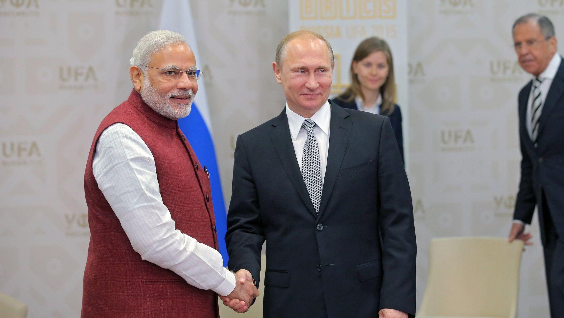 Il presidente russo Vladimir Putin e il primo ministro indiano Narendra Modi durante il loro incontro a Ufa - Sputnik Italia, 1920, 28.04.2021