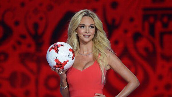La modella e conduttrice televisiva russa Viktoria Lopyreva alla cerimonia ufficiale del sorteggio per la FIFA Confederations Cup 2017 - Sputnik Italia