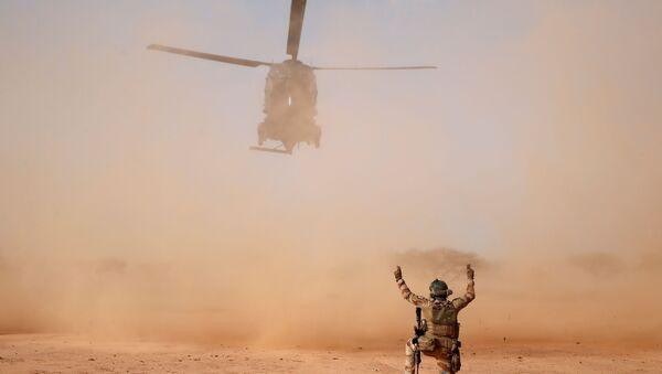 Un NH90 Caiman atterra durante l'Operazione Barkhane a Ndaki in Mali - Sputnik Italia