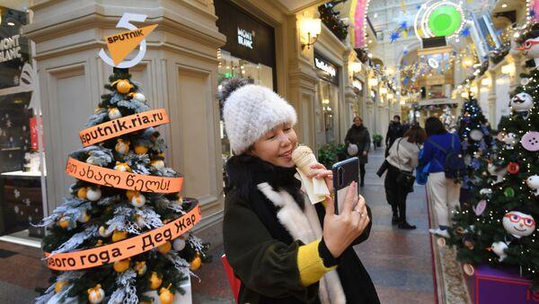 L'albero di Natale di Sputnik allo storico centro commerciale Gum in centro a Mosca - Sputnik Italia