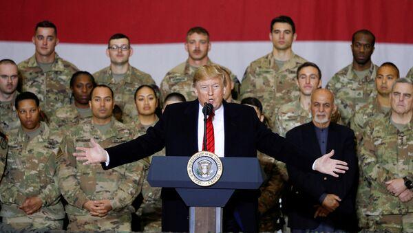 Il presidente degli USA Donald Trump in una visita non annunciata alla base aerea Bagram in Afghanistan - Sputnik Italia
