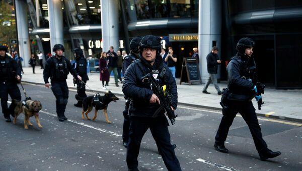 Poliziotti vicino al luogo dell'attacco a London Bridge - Sputnik Italia
