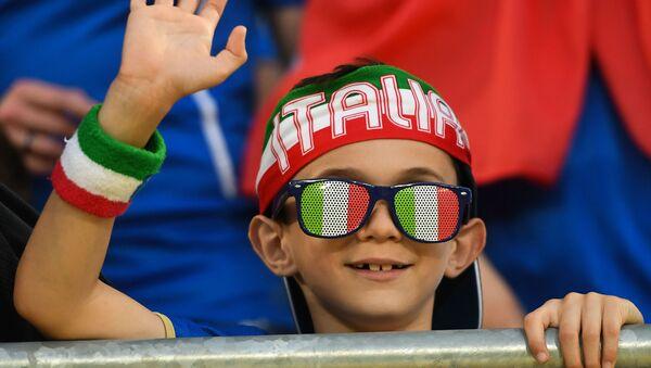 Un piccolo tifoso italiano - Sputnik Italia