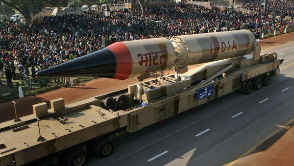 Missile balistico indiano Agni-III - Sputnik Italia