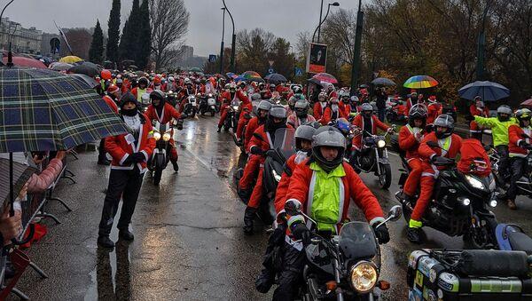 L'invasione dei Babbi Natale a Torino - Sputnik Italia