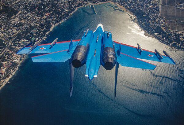 L'Su-27, il caccia intercettore della pattuglia acrobatica dell'aviazione militare russa Cavalieri Russi - Sputnik Italia