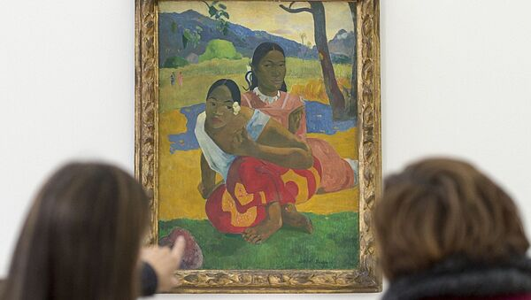 Women look at the painting Nafea faa ipoipo? (1892) by French painter Paul Gauguin in the Fondation Beyeler in Riehen, Switzerland - Sputnik Italia