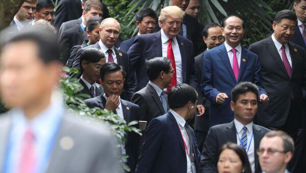 Vladimir Putin, Donald Trump e Xi Jinping - Sputnik Italia