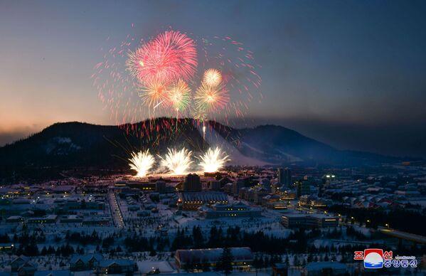 I fuochi d'artificio dedicati al completamento della costruzione della città. - Sputnik Italia