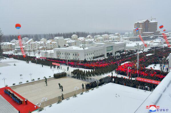 Il corteo all'inaugurazione della nuova città nella contea di Samjiyon. - Sputnik Italia