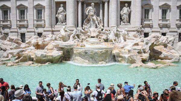 Turisti alla fontana di Trevi - Sputnik Italia