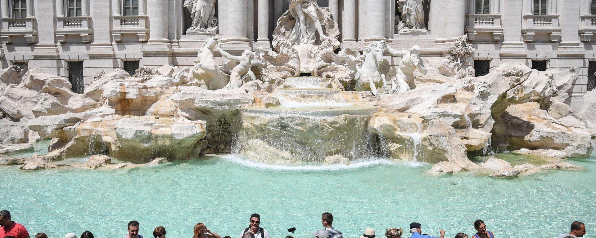 Turisti alla fontana di Trevi - Sputnik Italia, 1920, 18.04.2021