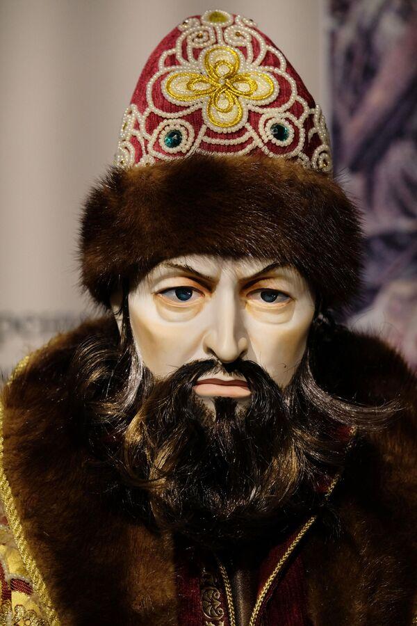 Una bambola dello Zar Ivan il Terribile, presentata alla mostra I monarchi russi. Le pagine della storia a Mosca - Sputnik Italia