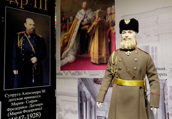 Una bambola di Alessandro III Romanov alla mostra I monarchi russi. Le pagine della storia a Mosca - Sputnik Italia