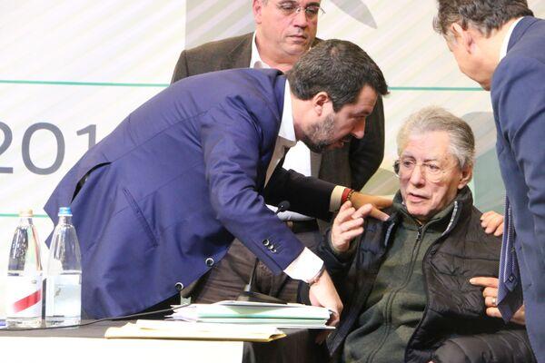 Matteo Salvini e Umberto Bossi al Congresso Federale della Lega  - Sputnik Italia