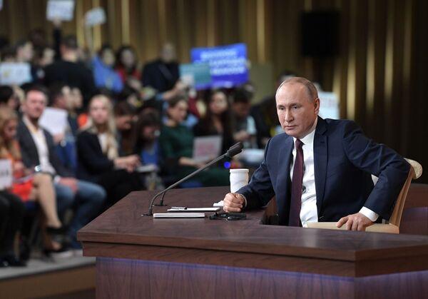 ll presidente russo Vladimir Putin durante la quindicesima edizione della grande conferenza stampa di fine anno, il 19 dicembre 2019 - Sputnik Italia