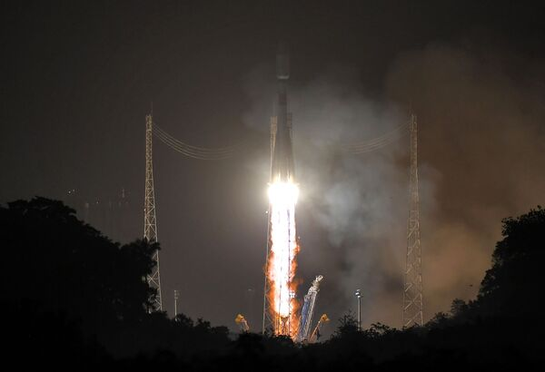 Tutti e cinque i satelliti europei si sono separati con successo dal razzo vettore Soyuz-ST lanciato dal centro spaziale di Kourou nella Guyana francese - Sputnik Italia