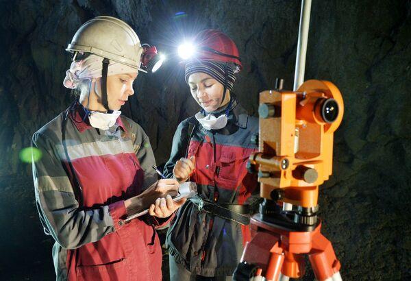 Geologe nelle miniere di Gaj nella regione di Orenburg, Russia - Sputnik Italia