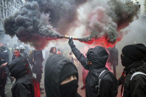 Le manifestazioni a Lione, Francia, il 17 dicembre 2019 - Sputnik Italia