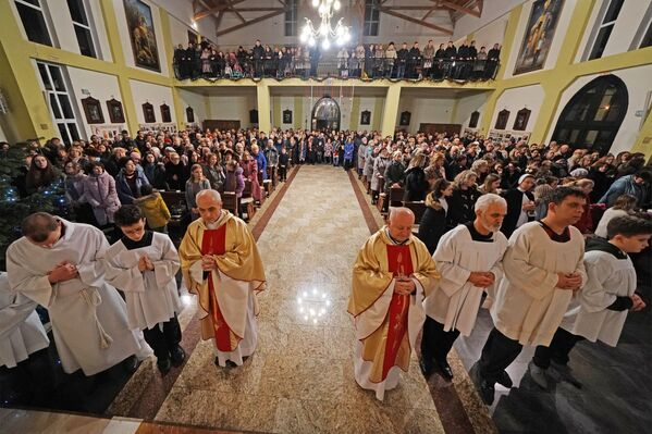 La messa di Natale nella Basilica cattolico-romana di Sant'Adalberto a Kaliningrad, Russia. - Sputnik Italia