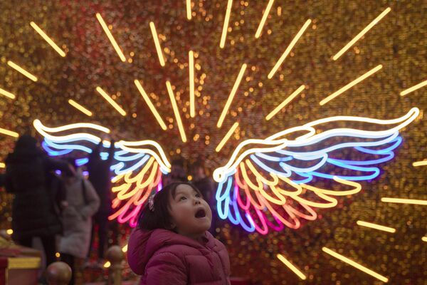 Una bambina alle celebrazioni del Natale a Pechino. - Sputnik Italia