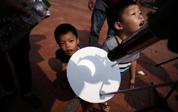 Eclissi solare vista in Thailandia. - Sputnik Italia
