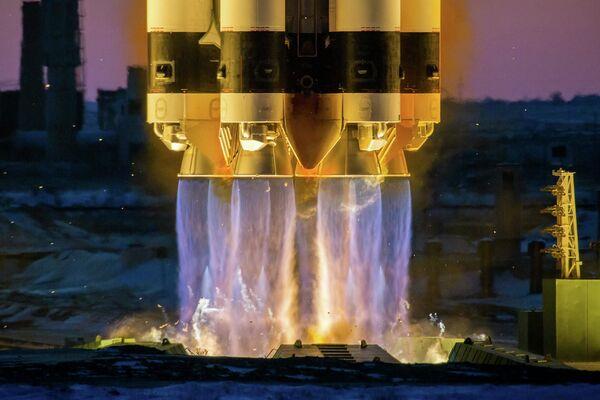 Lancio del razzo di Proton-M - Sputnik Italia