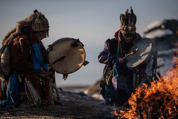 Rituale sciamano al lago Bol'shiye Allaki nella regione di Chelyabinsk, Russia - Sputnik Italia