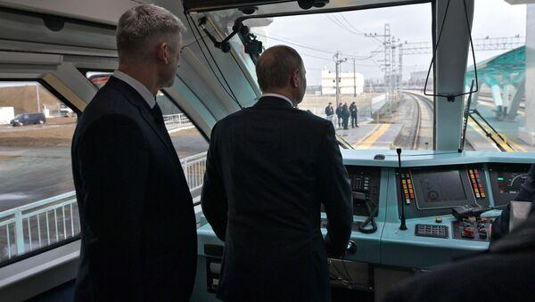 Putin sul ponte ferroviario di Crimea - Sputnik Italia