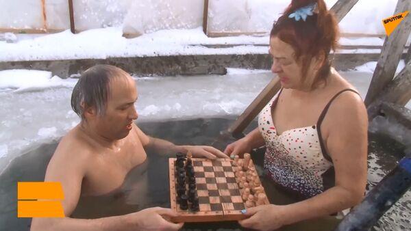 Partita di scacchi nell'acqua gelida - Sputnik Italia