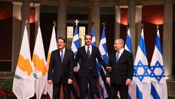 Il primo ministro greco Kyriakos Mitsotakis, il primo ministro israeliano Benjamin Netanyahu e il presidente di Cipro Nikos Anastasiadis - Sputnik Italia